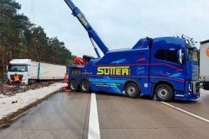 Abschleppwagen-Unterfahrlift AWU500 bei der Bergung